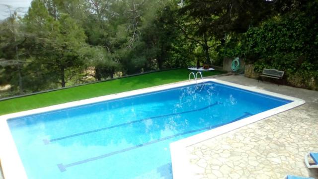 Césped ZENITH en piscina (Jardinería Sánchez, Fontpineda)