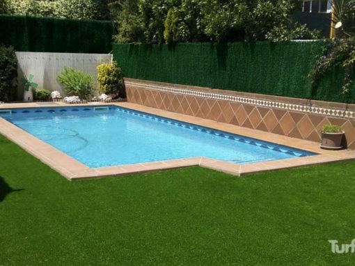 Césped artificial Turfted alrededor de piscina (Tres Jardiners, Cerdanyola del Vallès)