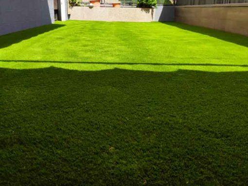 Césped artificial Cashmere Soft instalado por Green Jardineria en Viladecans